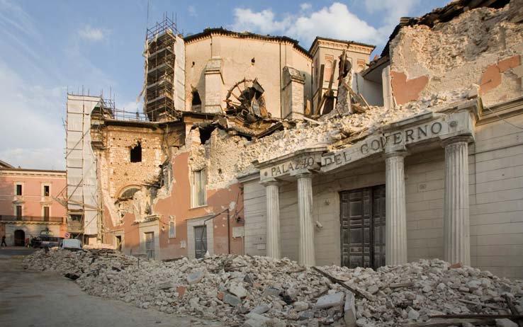 La Prefettura de L'Aquila, il giorno dopo il sisma