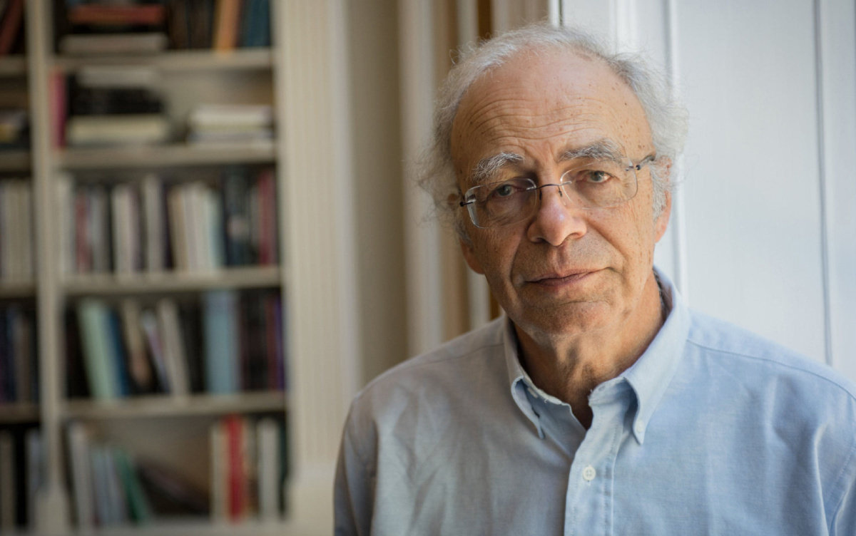 "Australian philosopher Peter Singer poses for an portrait at Yale University Press office to promote his new book ""The Most You Can Do"", in London, Britain, June 11, 2015. Photograph taken June 11, 2015.  THOMSON REUTERS FOUNDATION/Tristan Martin - RTX1KBZW"