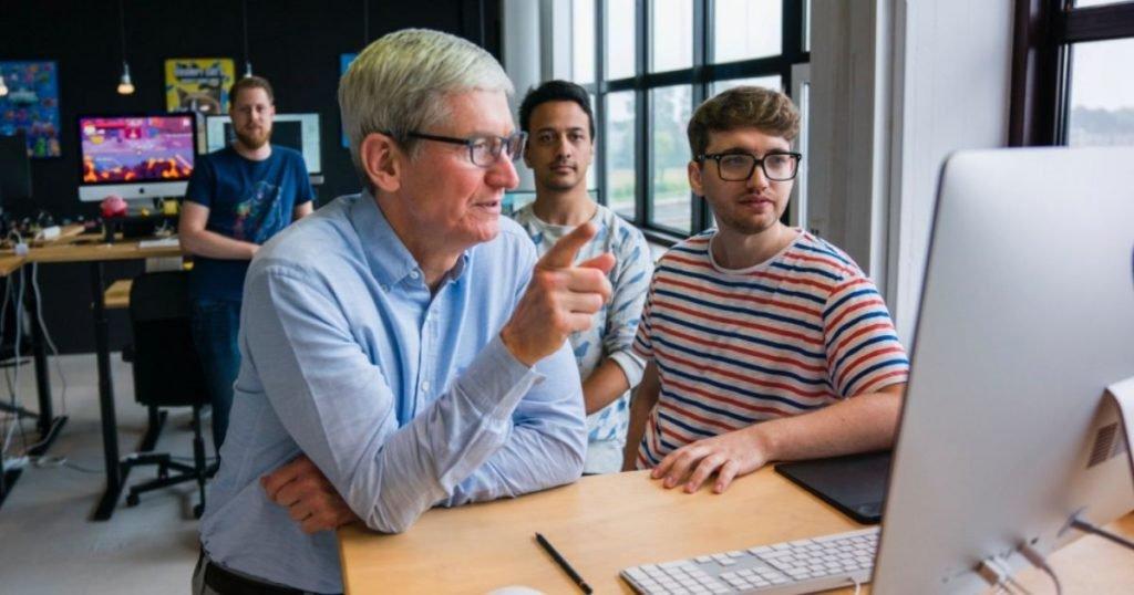 Tim Cook dipendenti Apple