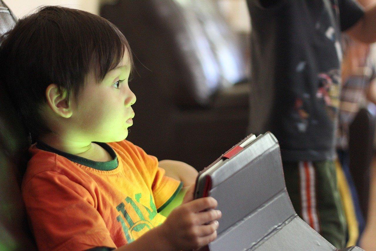 YouTube cambia: chi produce contenuti per bambini ora deve dichiararlo