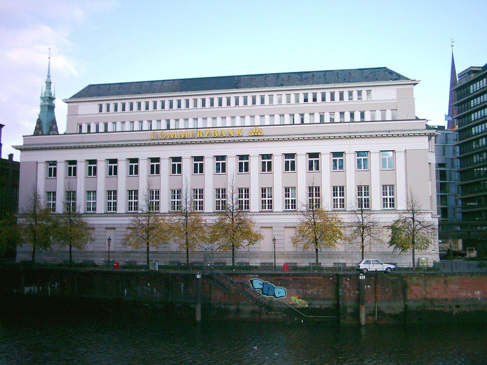 Commerzbank: Btp a rischio spazzatura. E consiglia ai clienti di vendere