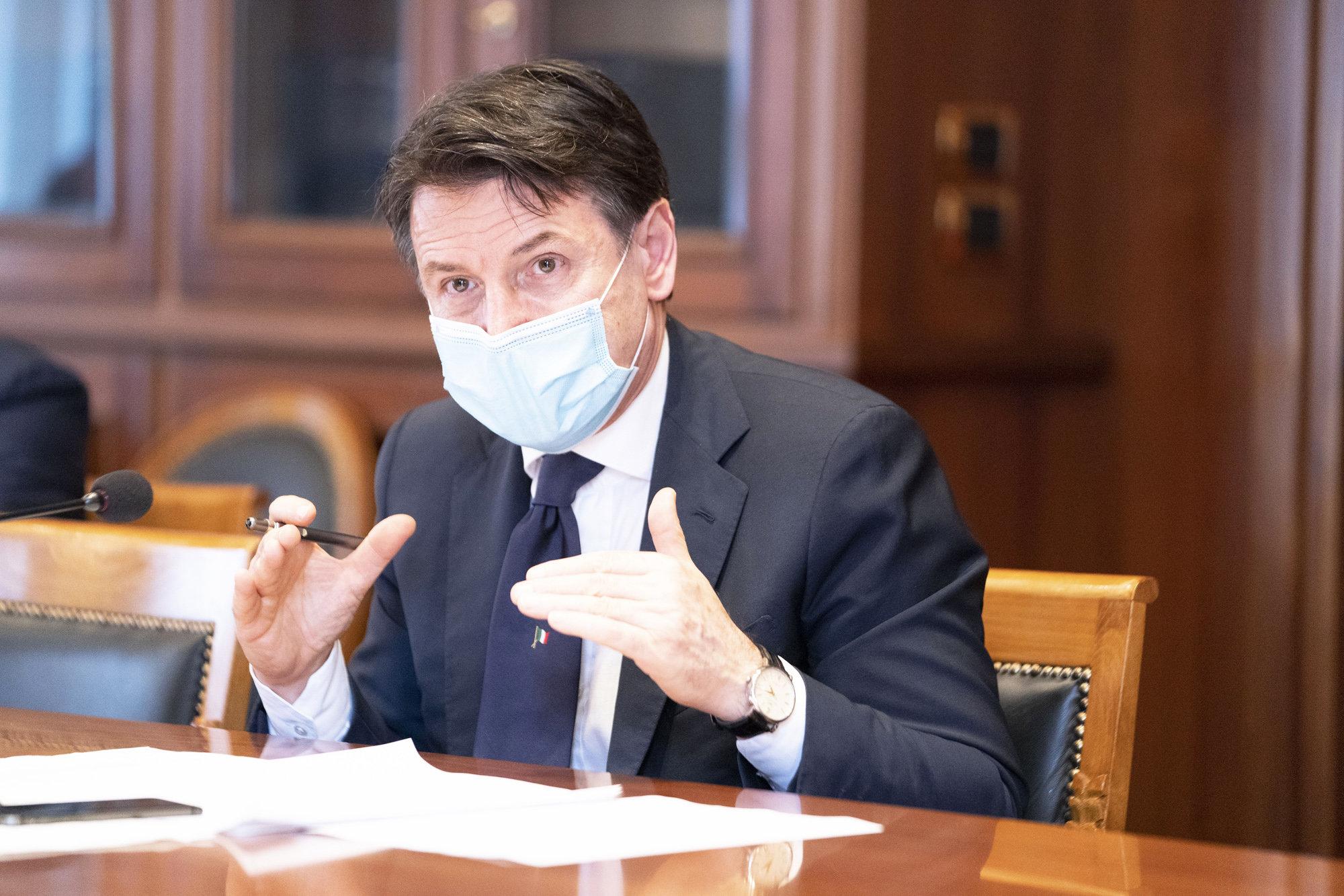 Coronavirus, Conte chiede scusa agli italiani:
