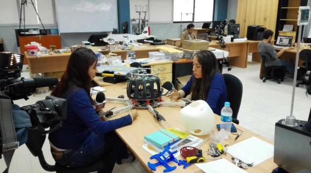 Studentessa-inventa-il-drone-che-rileva-l'inquinamento-