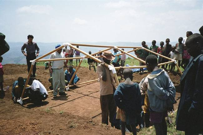 shigeru-ban-emergency-relief-housing-2.jpg.650x0_q70_crop-smart