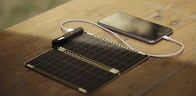 Ha raccolto 800mila dollari su Kickstarter: Solar Paper è il caricabatterie più sottile al mondo