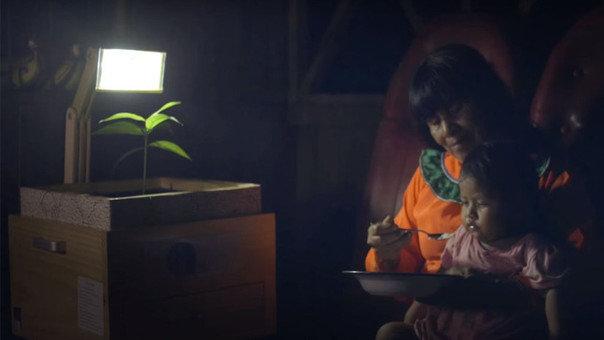 Plantalàmparas: ecco come un team di giovani ingegneri ha donato energia elettrica alla giungla peruviana, dove solo il 40% degli indigeni ha luce.