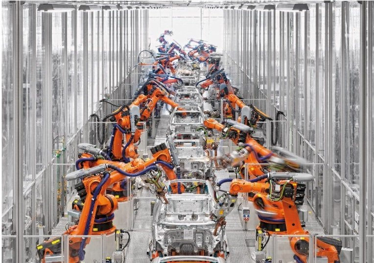 CLB53-Kuka-robots-in-automotive-factory