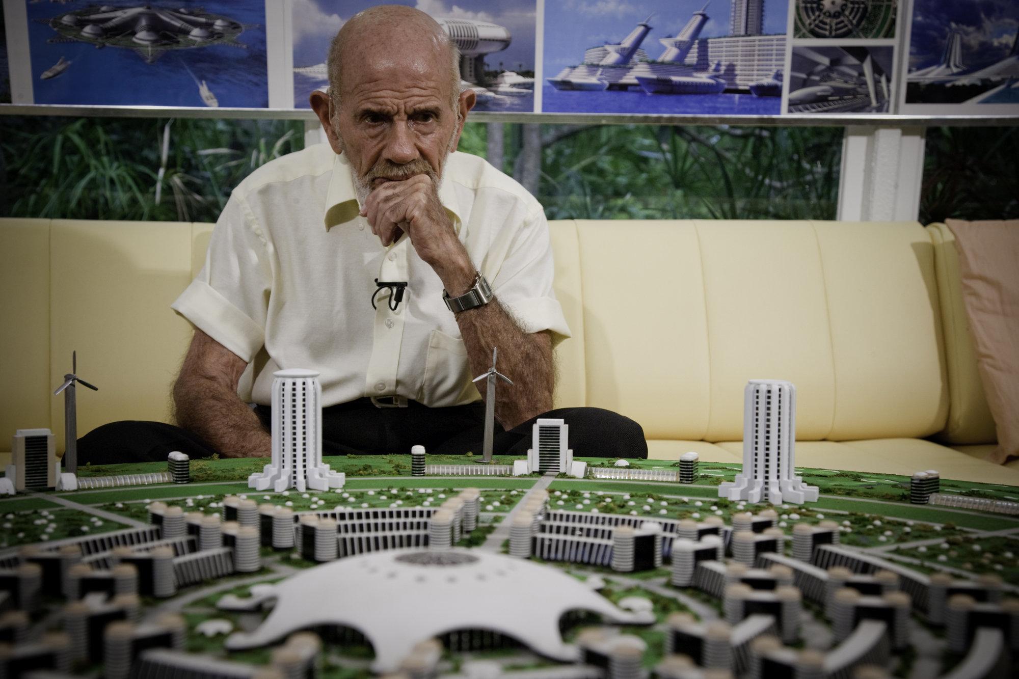 Jacque Fresco, il centenario che vive (da sempre) nel futuro