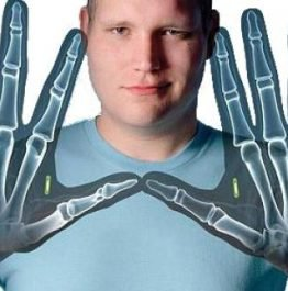 this-body-hacker-is-turning-people-into-cyborgs__851061_