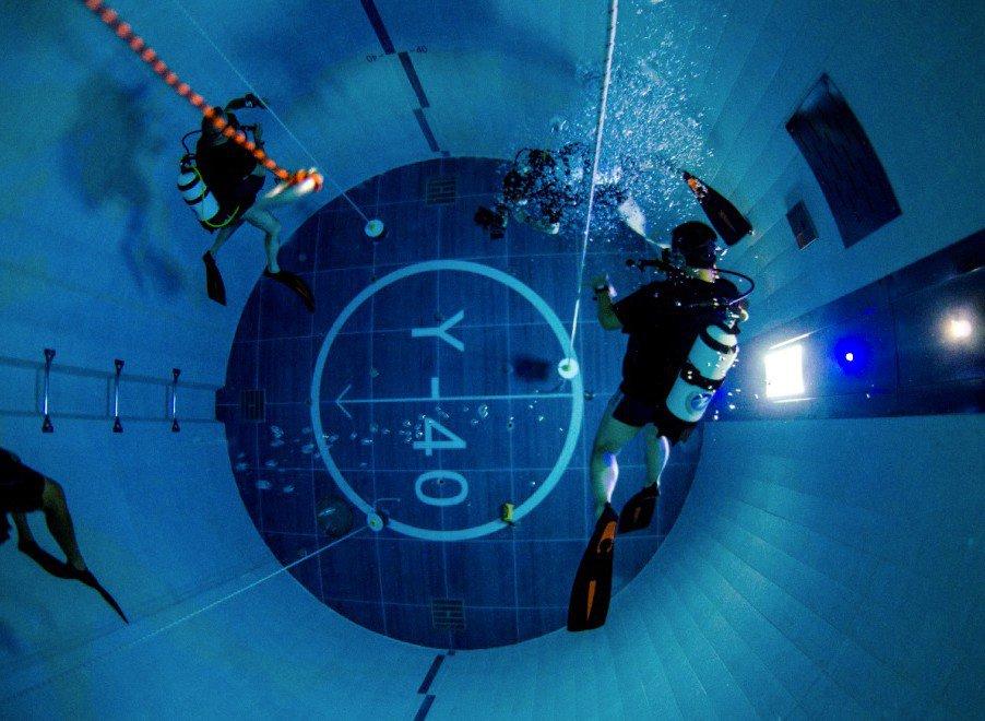 La piscina più profonda del mondo (42 metri) è in Italia. Ed è piena di sorprese