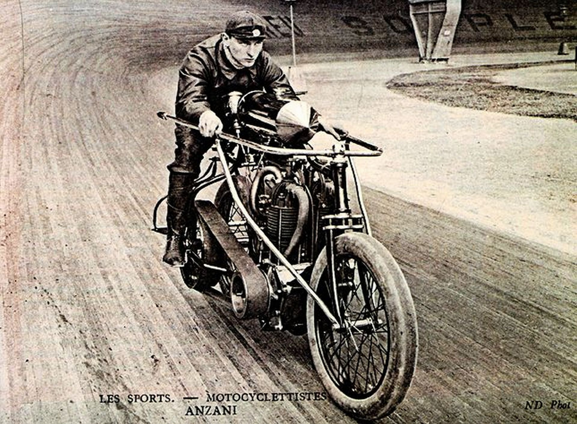 I suoi motori (e le sue invenzioni) trasformarono il mondo del volo e delle moto. Storia di Alessandro Anzani