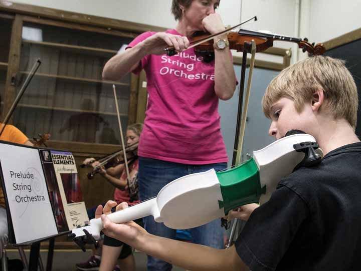 Dane, 11 anni, ha stampato il suo violino in 3D: «Ora proverò a farne un business»