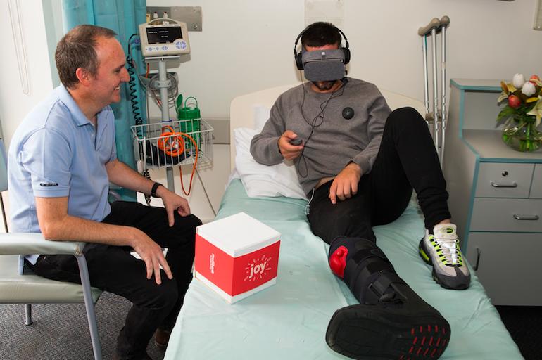 Joy, la realtà virtuale che allevia la solitudine dei malati