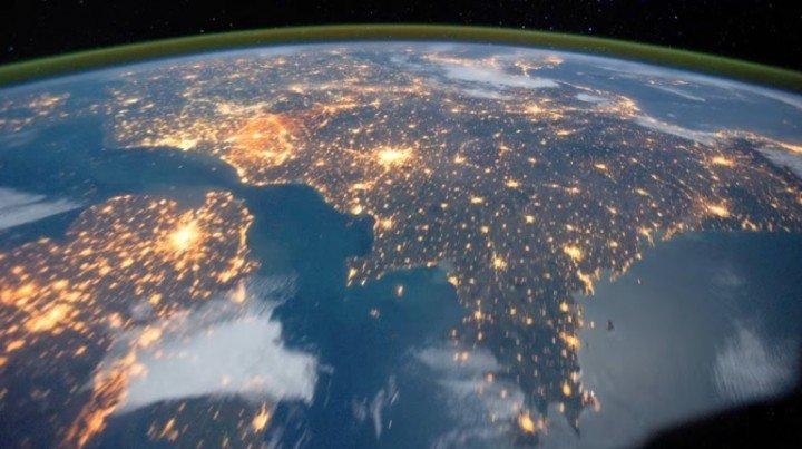 la-terra-vista-dalla-stazione-spaziale-internazionale