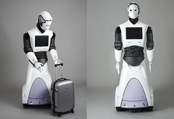 A Dubai entra in servizio Reem, il primo poliziotto robot