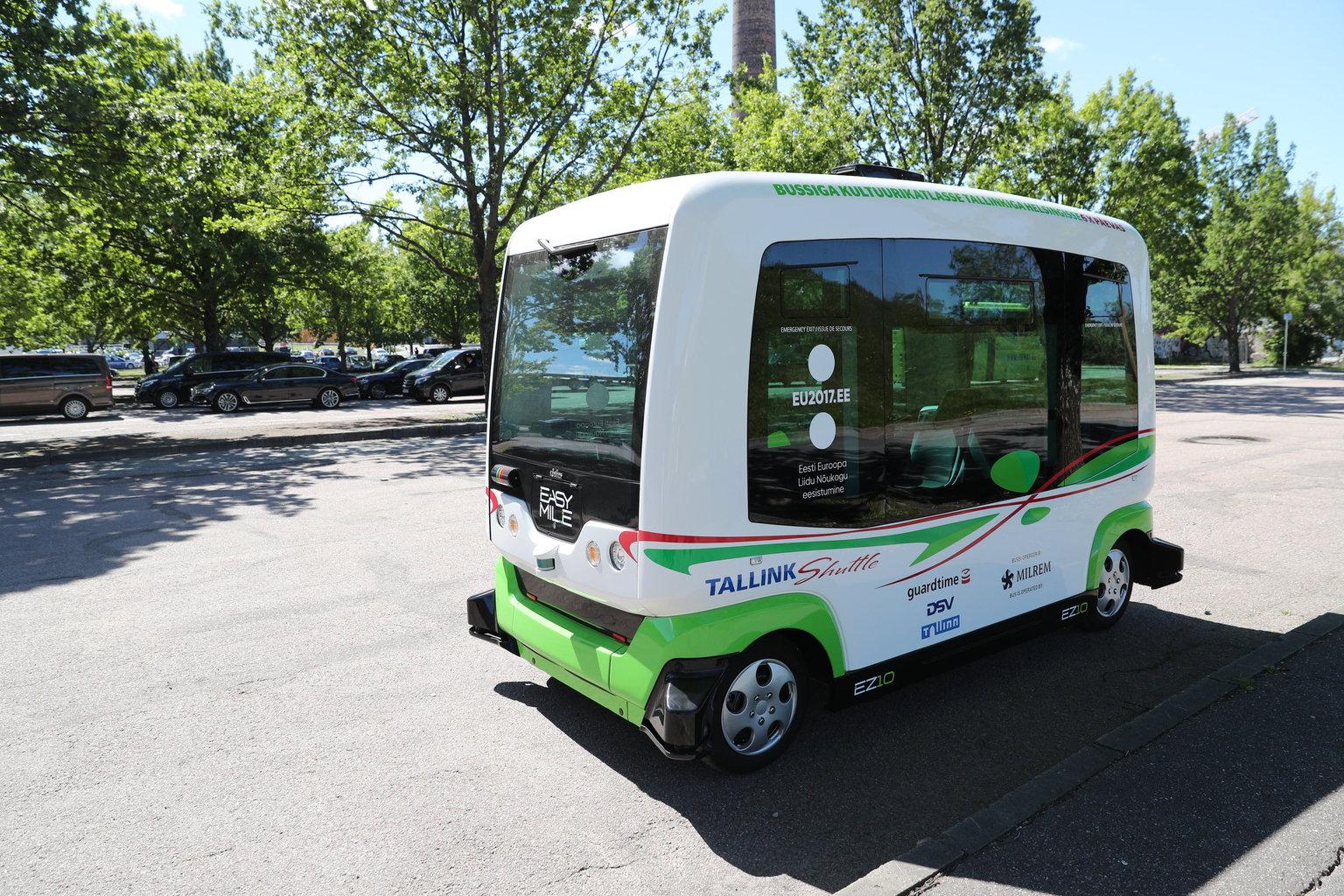 In Estonia per l'estate hanno attivato i bus che si guidano da soli: è il futuro del trasporto pubblico
