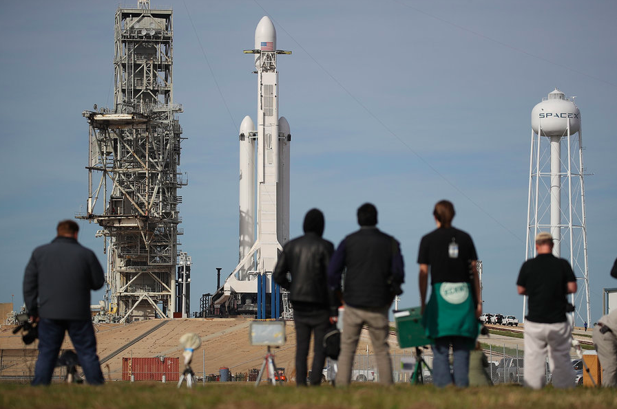 Falcon Heavy, 5 aspetti che hanno contribuito a rendere il lancio del razzo un evento storico