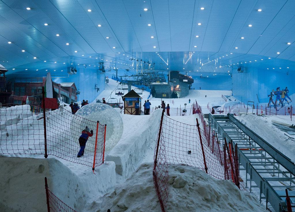 Anche a milano una pista da sci al coperto sul modello dubai - Quanto e larga una porta da calcio ...