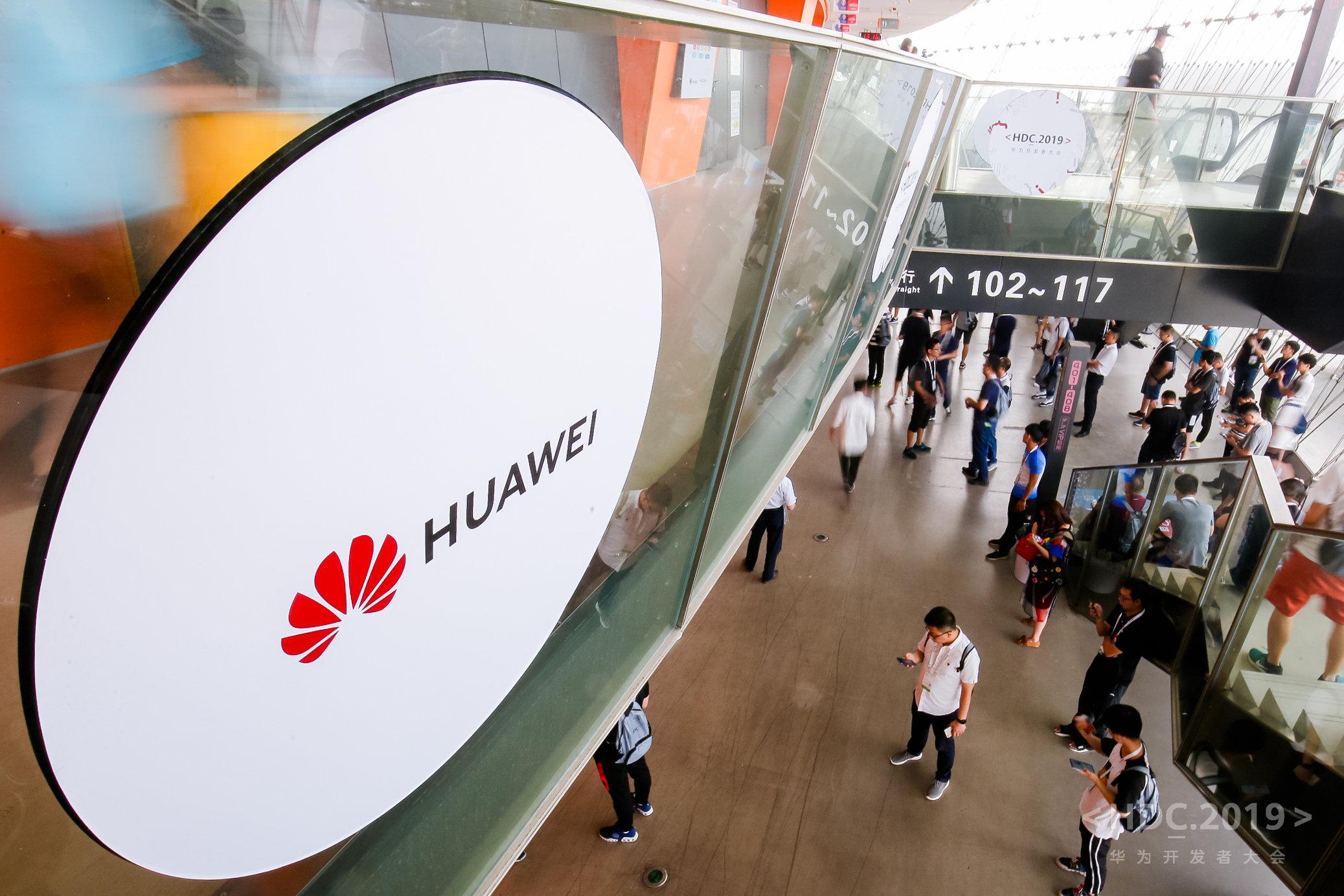Niente bando per Huawei, gli smartphone funzionano ancora