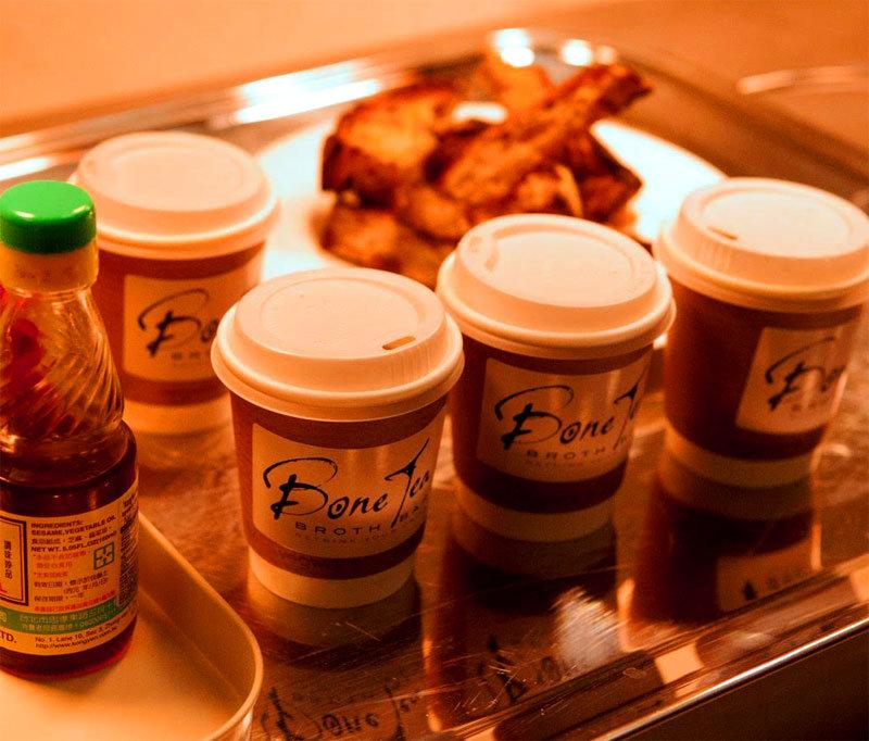 Bone Tea viene servito anche con stuzzichini