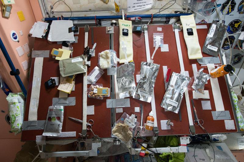Il tavolo-dispensa della ISS
