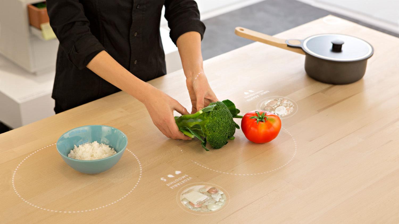 Il tavolo magico di Ikea: riconosce il cibo, ti insegna a cucinare, cuoce e gioca con tuo figlio