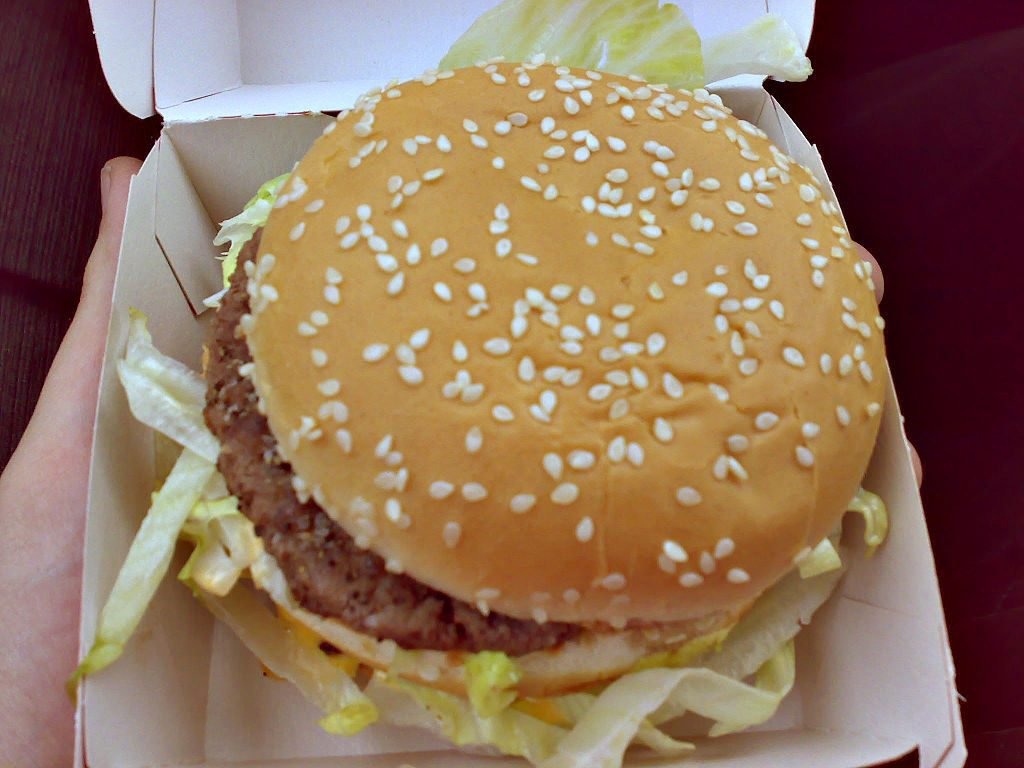 Big_Mac_hamburger_-_Czech_Republic