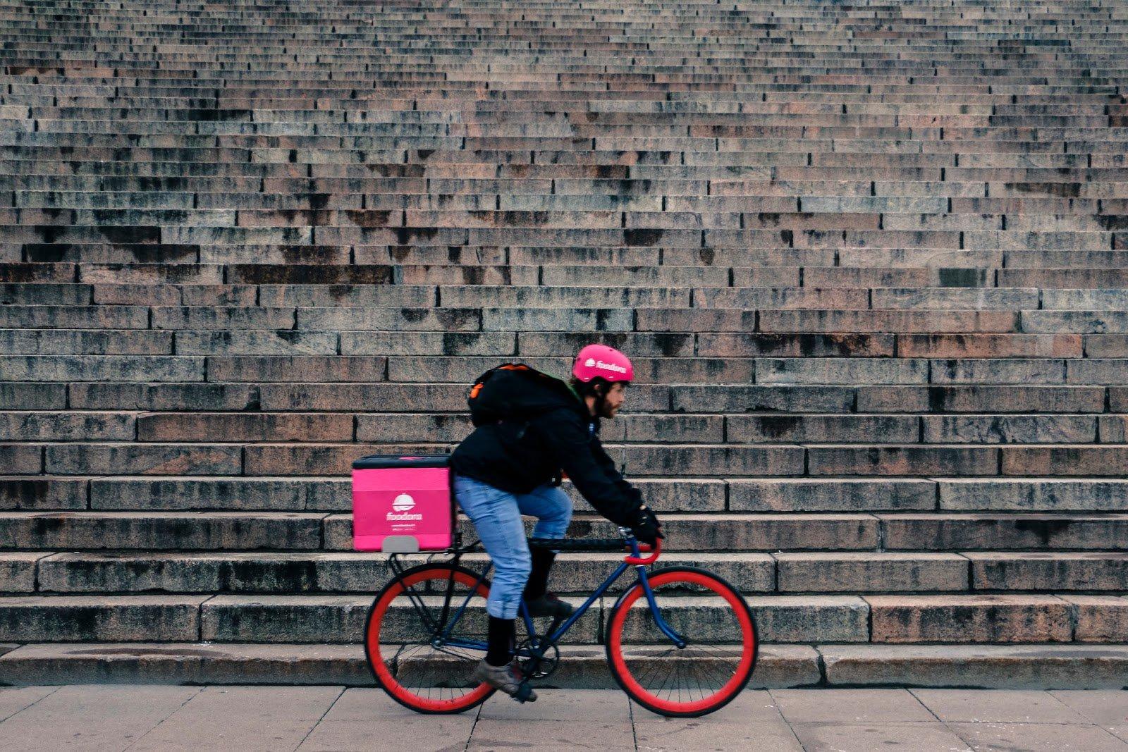 Food delivery, oltre 4 milioni di italiani ordinano online