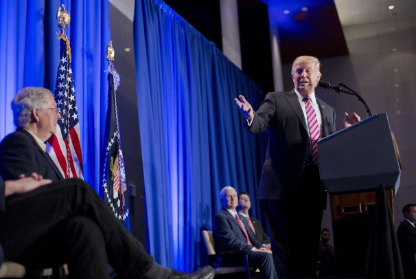 Trump_Republicans_10234.jpg-0b9cb