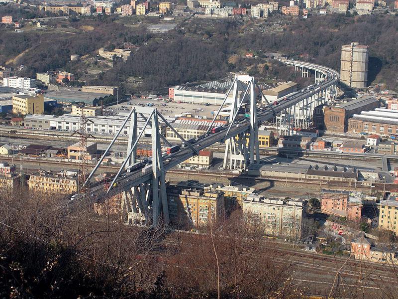 Genova, crolla il Ponte Morandi sull'A10