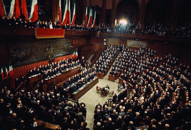 Il Parlamento italiano (e il Vaticano) dicono addio alla plastica