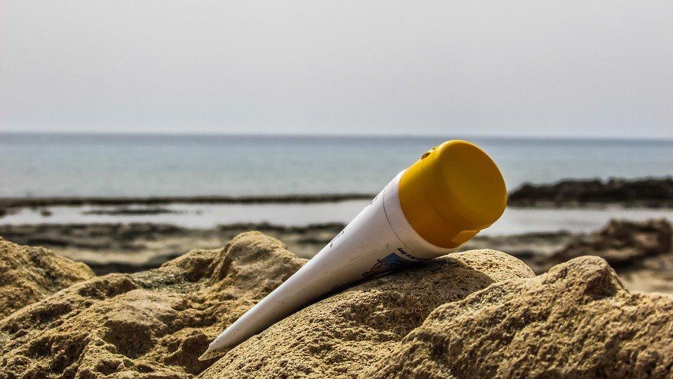 Le creme solari inquinano il mare. Ma in Italia si studia quella bio