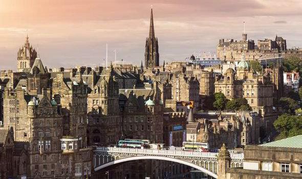 Edinburgh-city-from-Carlton-Hill-559202