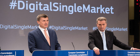 Andrus Ansip, on the left, and Gunther Oettinger