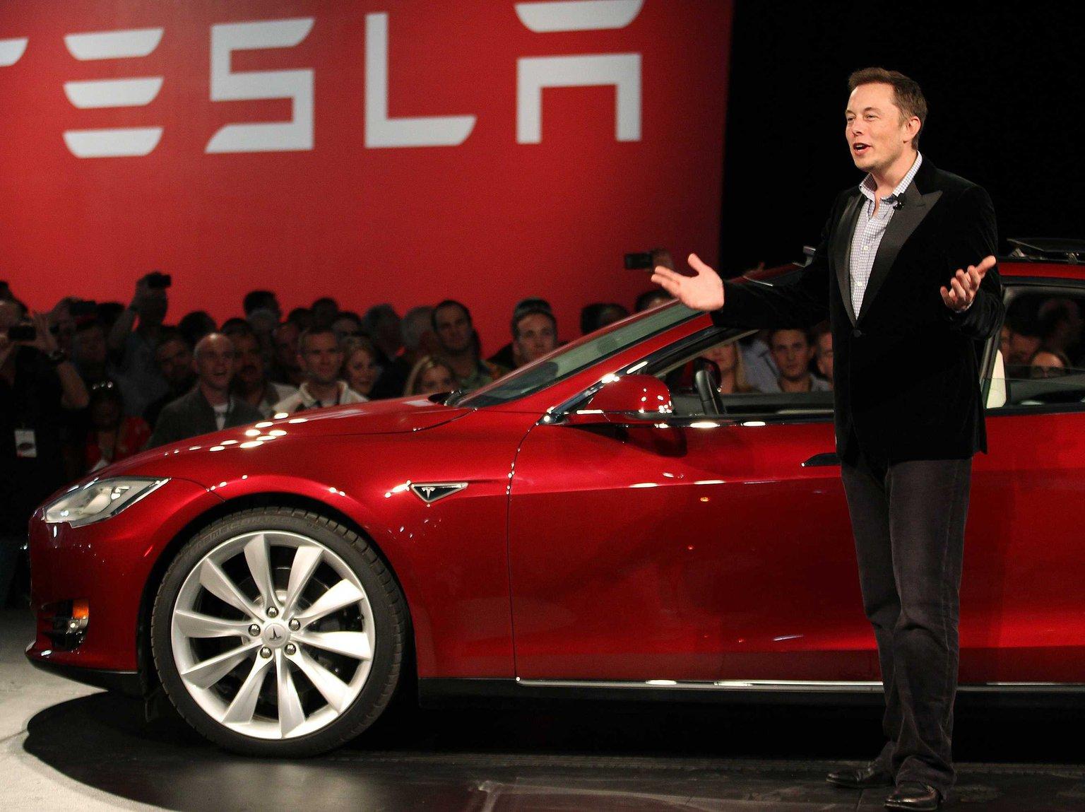 Elon Musk è il nuovo Steve Jobs? Guarda questa timeline