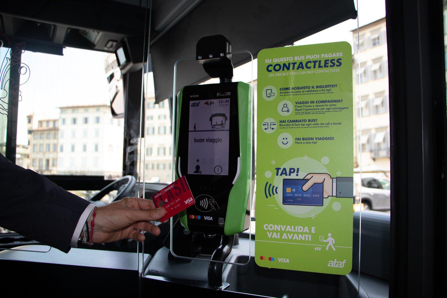 Visa, adesso a Firenze l'autobus si paga con la carta di credito