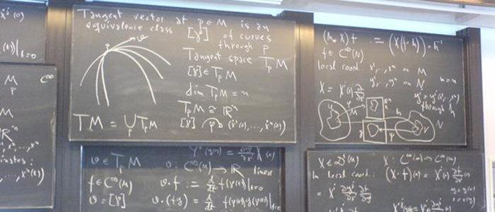 640px-Lavagna_con_formule_fisiche