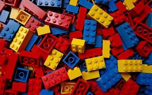 Lego cerca un'alternativa alla plastica (e investe 100 milioni di euro)