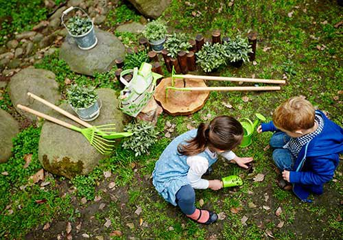 A chieti arriva l 39 aula verde premiata slow food for Gardening tools for schools