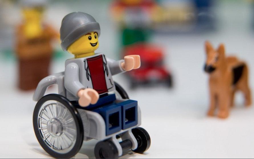 Lego_sedia_a_rotelle-1