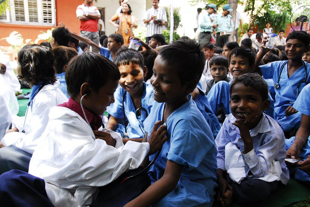 education-boys+dressed+as+doctors