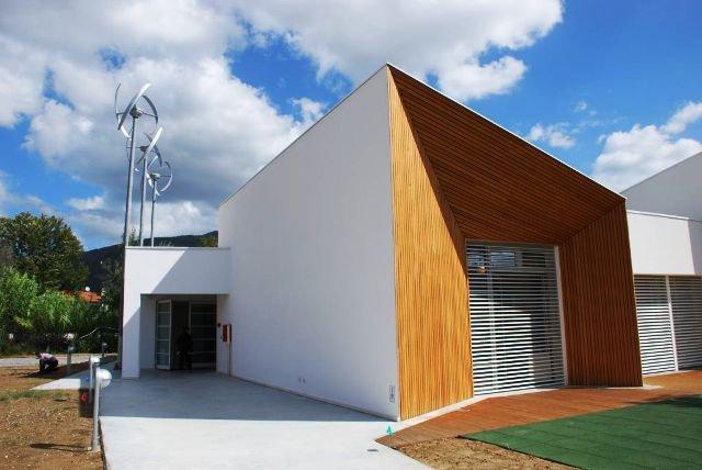 La scuola ecologica di legno con gli interni stile montessori for Legno progetta mobili per apprendimento precoce