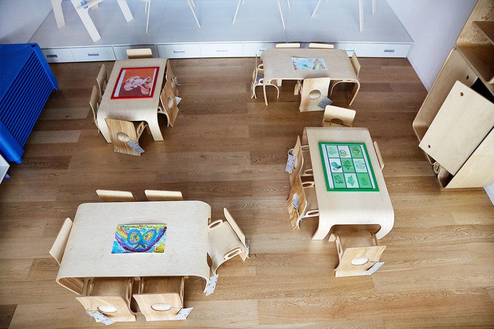 La scuola ecologica di legno con gli interni stile montessori for Scuola arredatore d interni