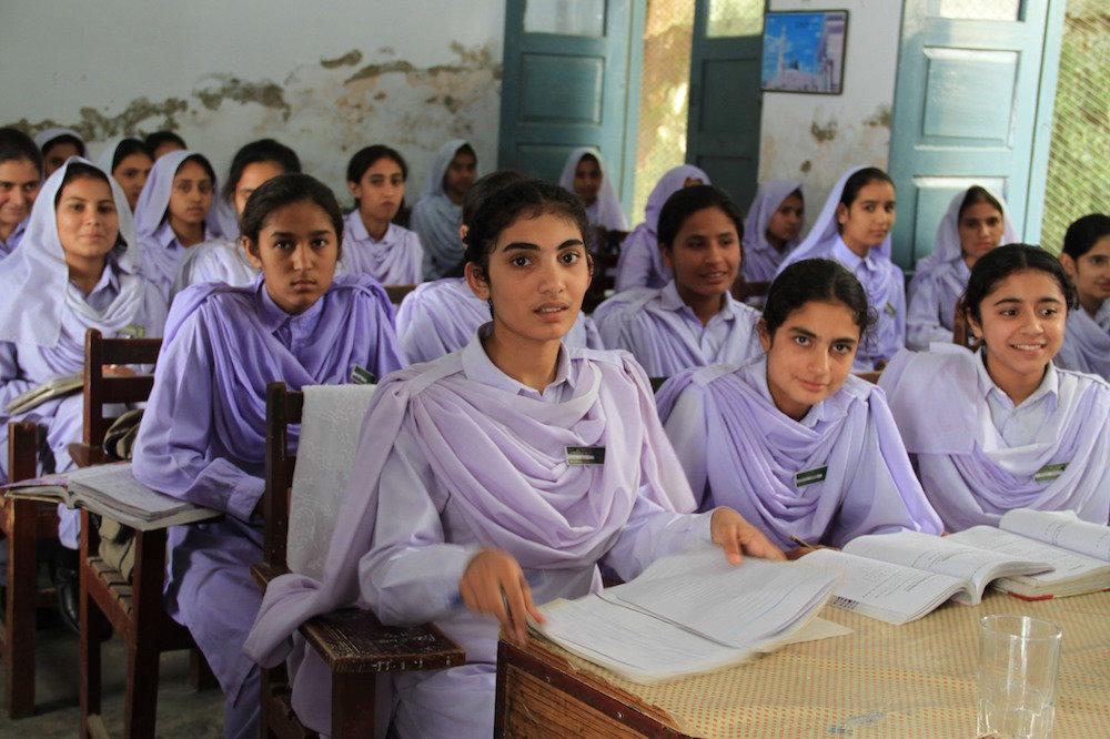 Girls_in_school_in_Khyber_Pakhtunkhwa,_Pakistan_(7295675962)