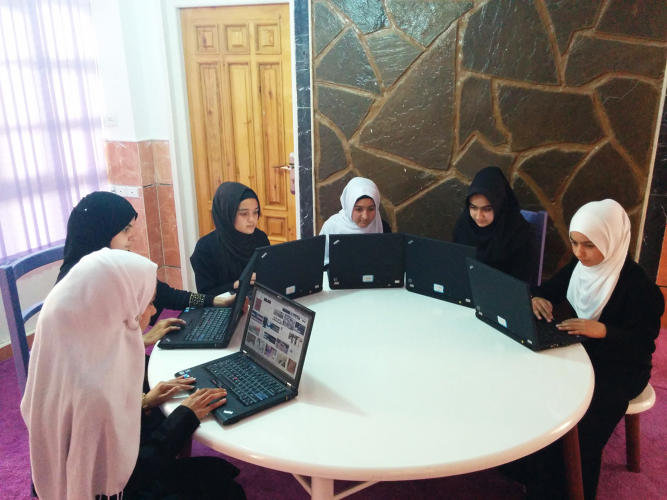 3065924-slide-4-afghanistans-first-female-only-coding-school-just-graduated