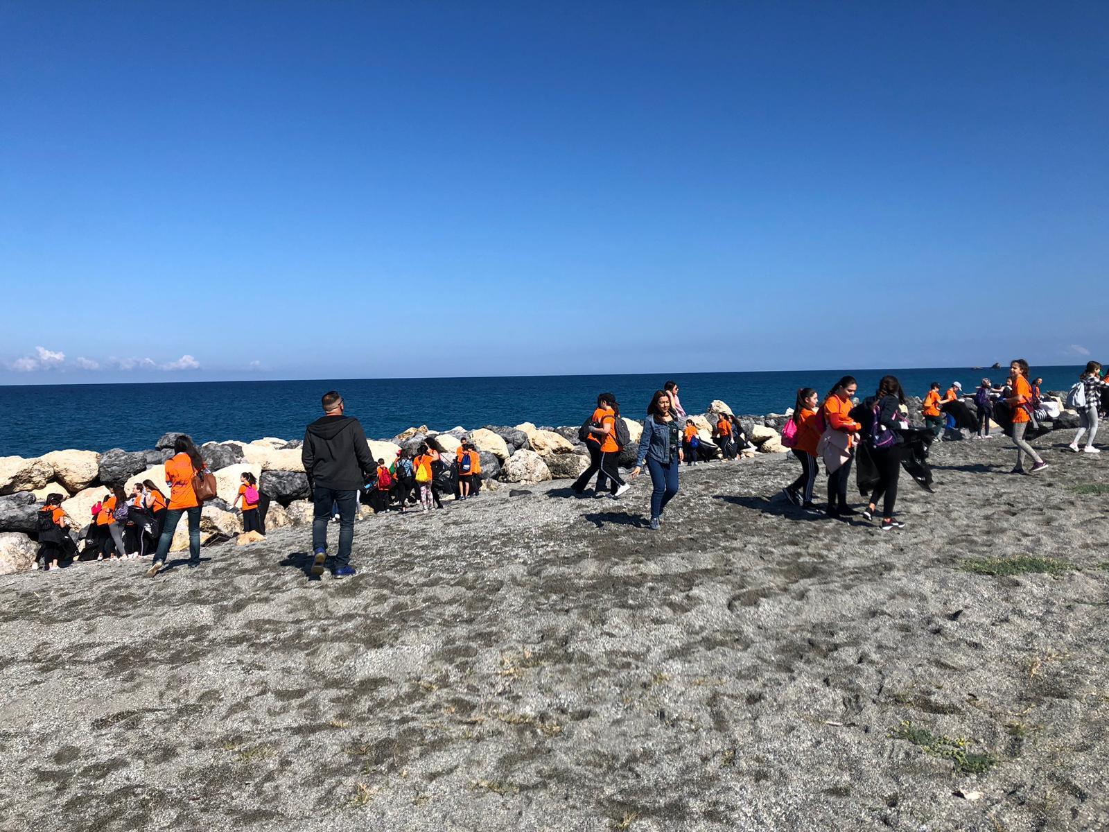 """""""Un mare d'A..mare"""", 490 ragazzi ripuliscono 13 chilometri di costa in Calabria"""