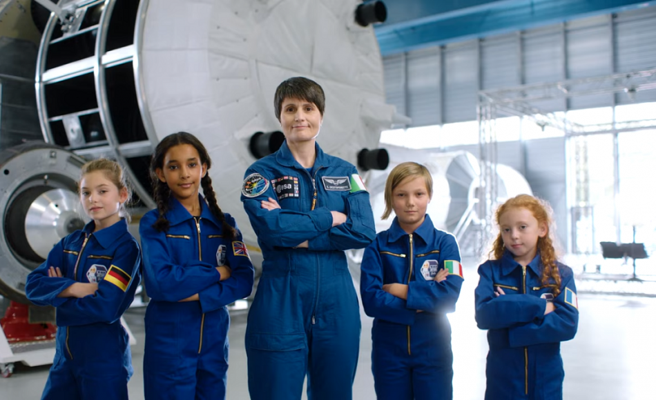 AstroSamantha, Barbie e ESA, insieme per ispirare le bambine