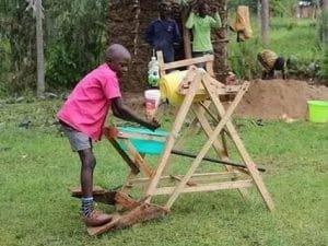 Stephen a 9 anni crea una macchina per lavarsi le mani contro il covid | iSchool | StartupItalia!